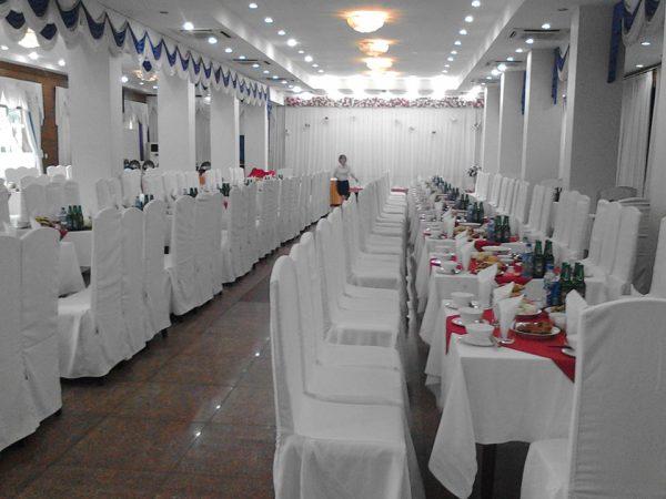 Hỗ trợ đặt ăn cho khách đi viếng Lăng BÁc